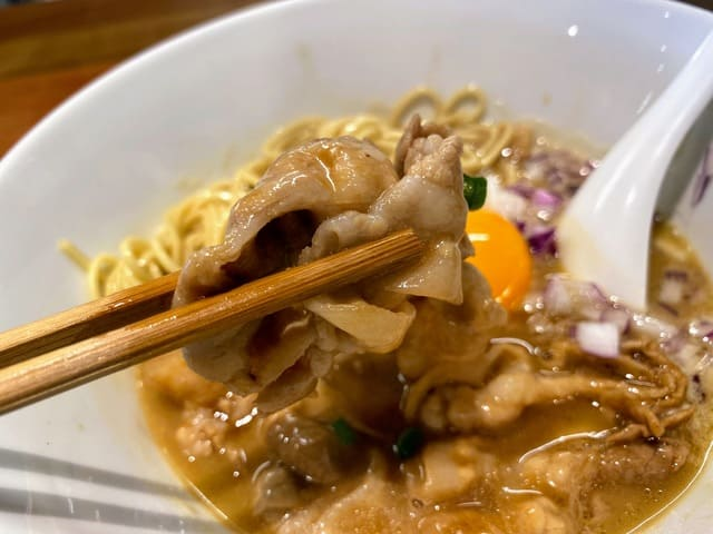 まんなかにきみがいる 徳島ラーメン 豚バラ肉